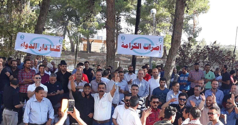 واصل العاملون في مصنع دار الدواء إضرابهم المفتوح عن العمل لليوم التاسع على التوالي، عقب إجتماع باء بالفشل عقد في وزارة العمل، يوم الإثنين، بحضور مندوب