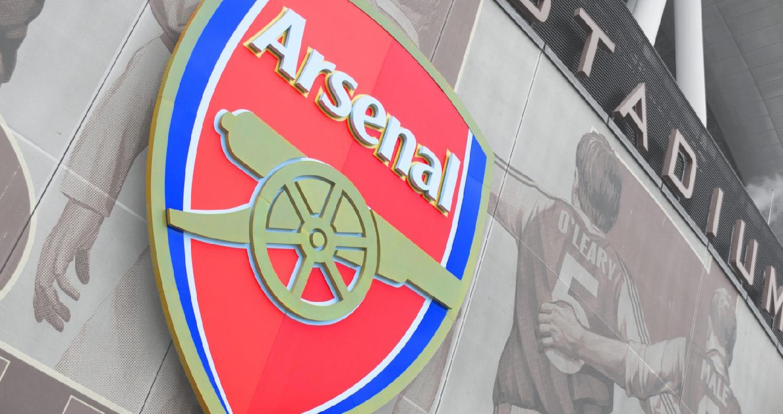 يفكر أليشر أوسمانوف ثاني أكبر المستثمرين في نادي ارسنال الإنجليزي ببيع حصته البالغة 30% من أسهم النادي المنافس في الدوري الإنجليزي الممتاز لكرة القدم