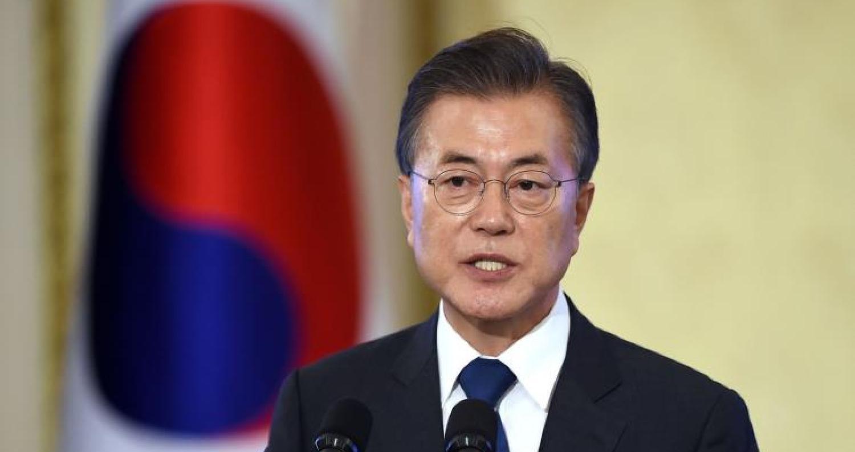 قالت رئاسة كوريا الجنوبية يوم الأربعاء إن رئيس البلاد مون جيه-إن أمر بإجراءات من بينها إرسال فريق إغاثة طارئة لمساعدة ضحايا انهيار سد تشيده شركات كوري
