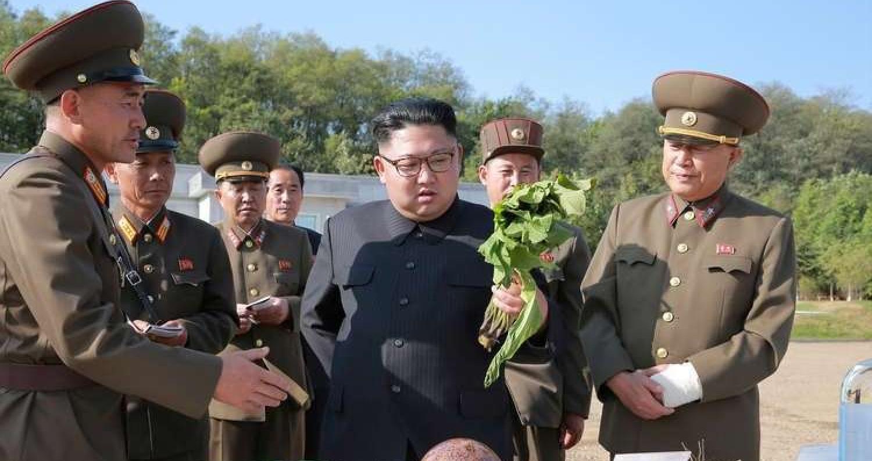 زار الزعيم الكوري الشمالي كيم جونغ أون، أحد المصانع التي تنتج  المواد الغذائية للجيش الشعبي الكوري الشمالي ورافقه في الزيارة كبار المسؤولين في الحزب و
