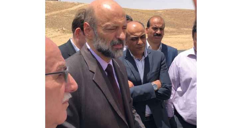الرزاز يلتقي عدد من المقاولين خلال زيارة مفاجئة للطريق الصحراوي