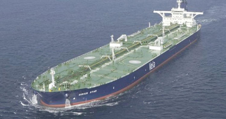 السعودية توقف كل شحنات النفط الخام التي تمر في مضيق باب المندب بعد هجوم للحوثيين