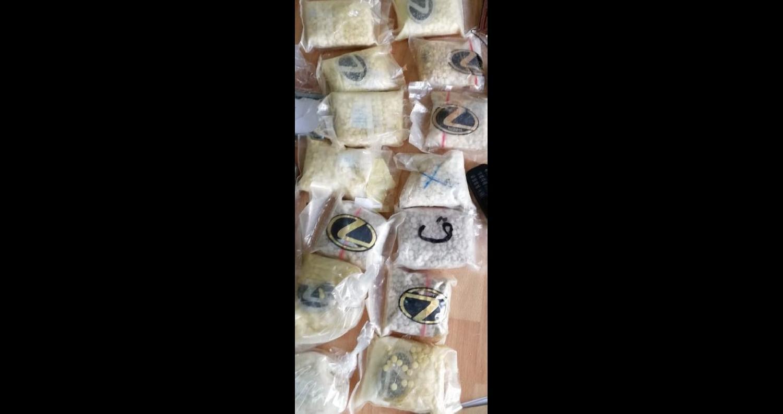 قوة مشتركة تقبض على 3 مشتبه بهم بالإتجار وحيازة المواد المخدرة وتضبط بحوزتهم أسلحة نارية بالبادية الشمالية (صور)