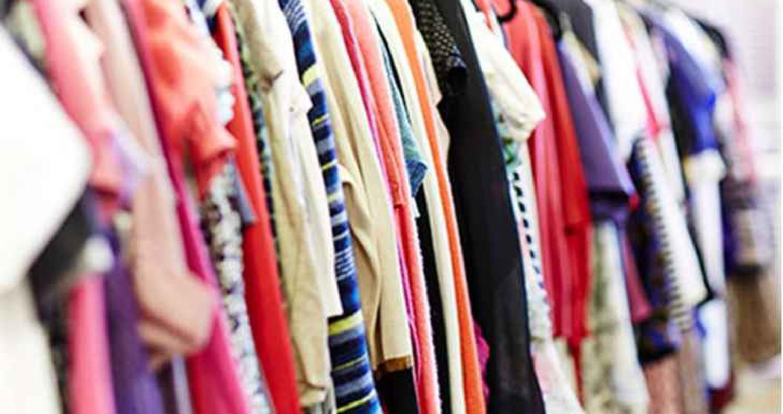 أكد ممثل قطاع الألبسة في غرفة تجارة الأردن أسعد القواسمي، أن استيراد الأردن لهذا العام من الألبسة والأحذية انخفض عن العام الماضي ما يقارب 12%.
