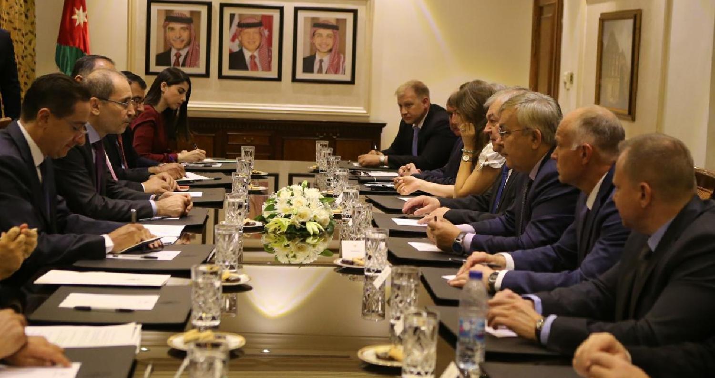 الصفدي: يجب أن يكون إنهاء الأزمة السورية أولوية إقليمية ودولية.