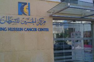 """بدأ مركز الحسين للسرطان بوضع أسس جديدة لتطبيق ما يسمى بـ""""مبدأ الطب الدقيق"""" لمعالجة مرضاه، الذي يتم من خلاله إستخدام جميع أنواع التكنولوجيا الحديثة في"""