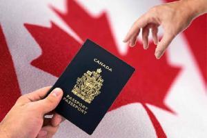 قالت وكالة خدمات الحدود الكندية إن مسؤولي الهجرة يستخدمون مواقع إختبار الحمض النووي في محاولة لتحديد جنسية المهاجرين