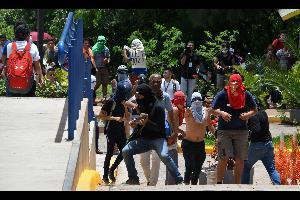 إندلعت إشتباكات وأعمال عنف فى هندوراس، فى إطار الدعوة للإضراب إحتجاجا على إرتفاع الأسعار، والمطالبة بتخفيض أسعار الوقود