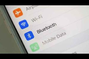 كشفت ورقة بحثية جديدة عن وجود خلل في بروتوكول الاتصال اللاسلكي البلوتوث Bluetooth، والذي يسمح بدوره للمهاجمين باعتراض البيانات والعبث بها عبر الاتصال