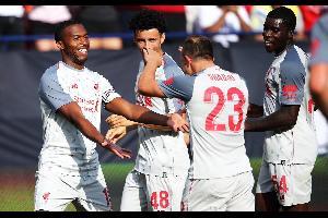إكتسح ليفربول الإنكليزي مواطنه مانشستر يونايتد 4-1 السبت في كأس الأبطال الدولية الودية في كرة القدم، لتتواصل معاناة يونايتد في جولته الإستعدادية بتلك