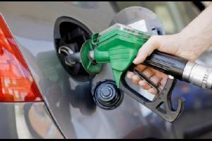 وزیرة الطاقة والثروة المعدنية ھالة زواتي ترجح رفع أسعار المحروقات قرشاً