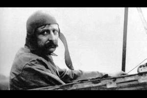 حقق الطيّار والمهندس الفرنسي لويس بلايريو (Louis Blériot) يوم الخامس والعشرين من شهر تموز/يوليو سنة 1909 إنجازا فريدا من نوعه في عالم#الطيرانتناقلته