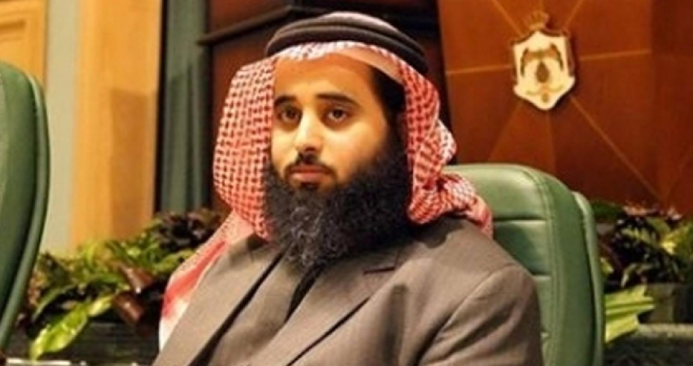 كرر النائب محمد الرياطي استفساره منرئيس الوزراء مباشرة دون الرجوع إلى قنوات الإتصال عبر مجلس النواب،يطلب فيهاالمبالغ الشهرية لـ90 مسؤولاً حكومياً،
