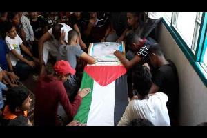 شيع أهالي غزة الخميس، 3 من شهدائها ارتقوا بصواريخ الاحتلال بدير البلح وجباليا.