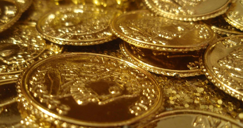 تراجعت أسعار الذهب بالسوق الأمريكية والعالمية يوم الجمعة لتواصل خسائرها لليوم الثاني على التوالي ، مسجلة أدنى مستوى في أسبوع على وشك تكبد خامس خسارة أ