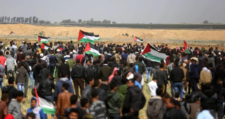 اصيب 10 مواطنين فلسطينيين بجراح مختلفة برصاص الاحتلال الاسرائيلي خلال مشاركتهم في فعاليات مسيرة العودة شرقي قطاع غزة. وقال الناطق باسم وزارة الصحة في