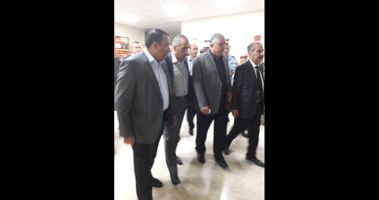 وزير الداخلية وقادة الجيش والأمن يعودون مصابي حادث الفحيص