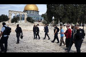 إقتحمت مجموعة من المستوطنين المتطرفين اليهود صباح اليوم الإثنين، ساحات المسجد الأقصى المبارك - الحرم القدسي الشريف في مدينة القدس المحتلة