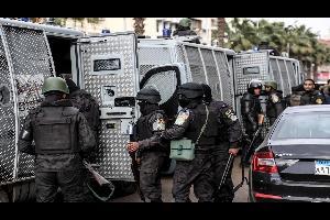أعلنت وزارة الداخلية المصرية مقتل 6 إرهابيين في مواجهات مع قوات الشرطة، في مدينة السادس من أكتوبر بمحافظة الجيزة جنوبي القاهرة
