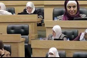 سيدات مجلس النواب يقدمن واجب العزاء لأمهات وزوجات الشهداء