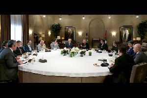 التقى جلالة الملك عبدالله الثاني، في قصر الحسينية اليوم الخميس، عدداً من الإعلاميين والكتّاب الصحفيين، في اجتماع تناول أبرز قضايا الشأن المحلي، وتطورا