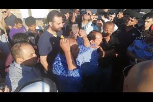 سما الأردن| شارك العشرات عصر اليوم السبت، في اعتصام قرب اشارة النسر في منطقة دابوق في العاصمة عمان، على الرغم من منع محافظ العاصمة لھذا الاعتصام،وجاء