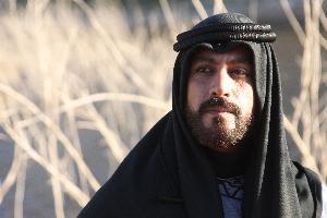 سما الاردن   نعى رئيس الوزراء الدكتور عمر الرزاز ، مساء السبت ، الفنان الاردني الراحل ياسر المصري .  وقال الرزاز في تغريدة له عبر صفحته في