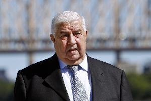 ظهر وزير الخارجية السوري وليد المعلم في مقطع فيديو، وهو يؤشر بيده نحو أراضي لواء الإسكندرون الذي تسيطر عليه تركيا