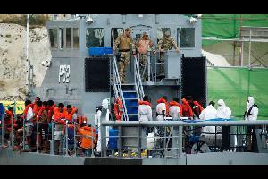 اقترح رئيس وزراء مالطا جوزيف موسكات، توجيه المهاجرين غير الشرعيينإلى مصر وتونس، عبر إنشاء مراكز استقبال هناك للراغبين في اللجوء لأوروبا، مقابل منح مز