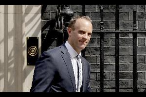 أعلن الوزير البريطاني المكلف بشؤون بريكست، دومينيك راب، أن بلاده ستحافظ على موقفها بإنهاء حرية الحركة لمواطني الاتحاد الأوروبي بعد الخروج من الاتحاد