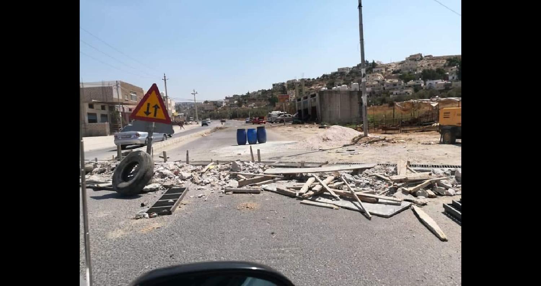 """""""طوبرجي"""" يُصلح الطرق في بلدية دير ابي سعيد (فيديو)..."""