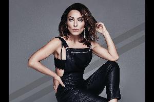 بالفيديو | مغنية تركية تفقد الوعي على المسرح
