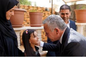 الملك والملكة يقدمان واجب العزاء لأسرة الطفل الكردي.. صور