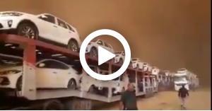 """عاصفة تتحول إلى ظلام دامس """"الحدود الأردنية العراقية"""".. فيديو"""