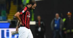 يوفنتس ميلان إيطاليا رياضة كرة قدم  طرد