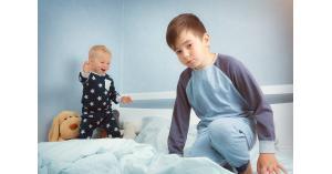 العلماء يحذرون الأم من غيرة الأطفال