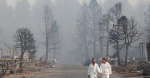 المطر بطريقه لكاليفورنيا.. وبحث مستمر عن مفقودي الحرائق