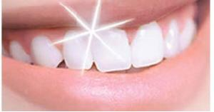 حيل تساعد اسنانك لتبدو انصع