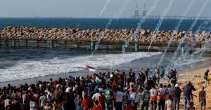 30 اصابة بقمع الاحتلال مسير غزة البحري الـ 18