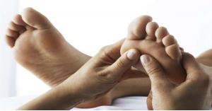 كيف يمكن لتدليك القدمين تعزيز حياتك الزوجية