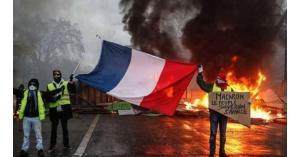 فرنسا تعلن إلغاء الضرائب على الوقود في موازنة العام المقبل