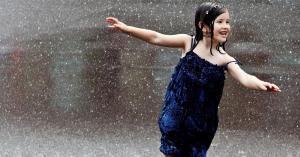 أطفال ...تحت المطر