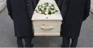 يصحطبها إلى جنازة في أول موعد بينهما