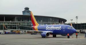 عودة طائرة تقل 140 راكبا بعد نسيان شيء خطير على متنها