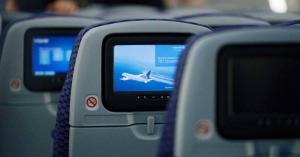 كيف تتصرف إذا جلست بجوار راكب كريه الرائحة في الطائرة