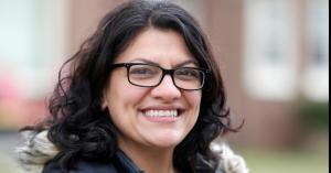 نائبة في الكونغرس تؤدي القسم بالثوب الفلسطيني