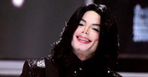 """حقيقة غناء مايكل جاكسون """"الحمد لله"""" قبل وفاته"""