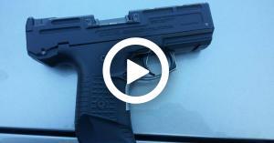 شاهد المسدس الذي اطلق به النار على دوار السابع... فيديو وصورة