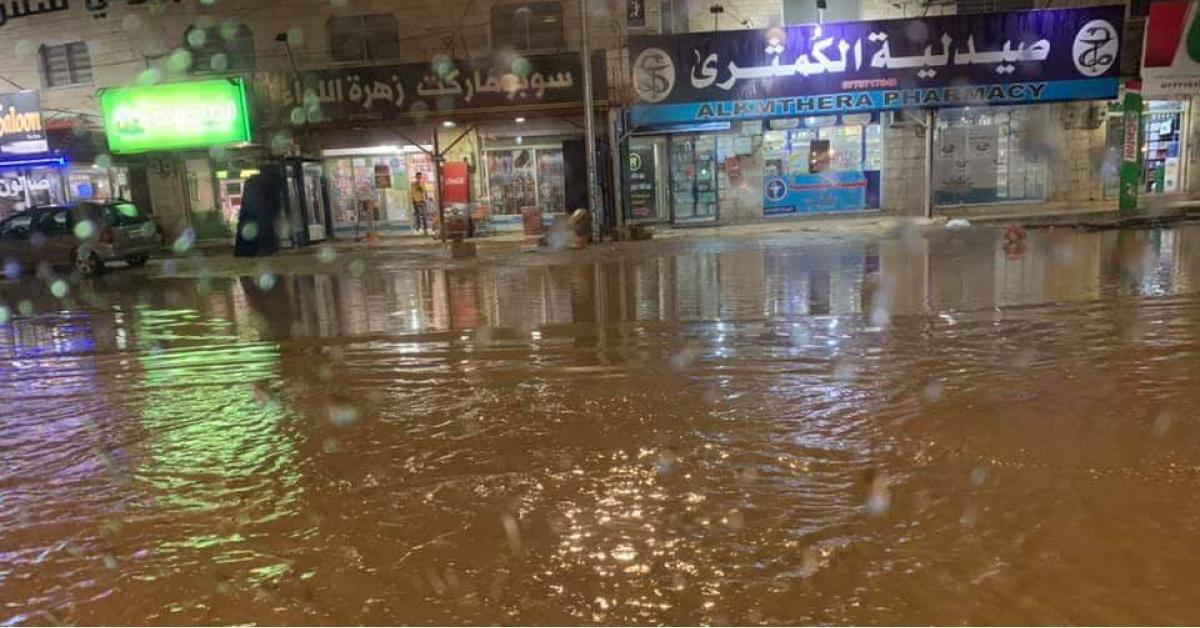 ظهور بحيرة في بلدة دير ابي سعيد.. صور