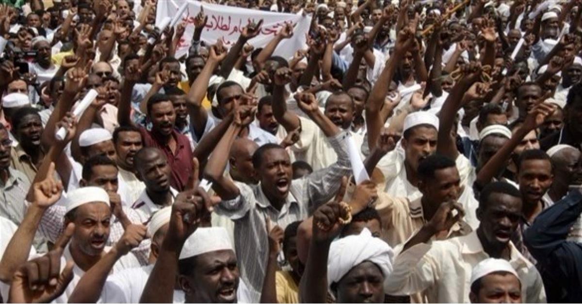 """احتجاجات السودان هل تطيح بـ """"البشير"""""""